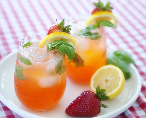strawberry basil lemonade (with vodka) | www.prettyplainjanes.com