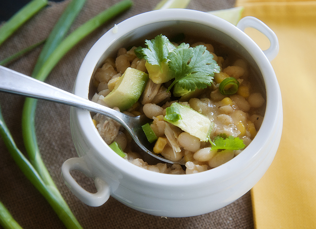 white bean chicken chili | www.prettyplainjanes.com