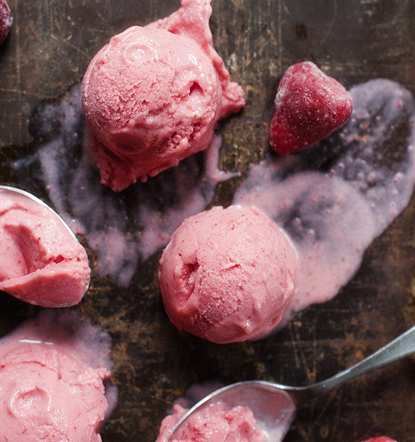 five_minute_strawberry_frozen_yogurt_6