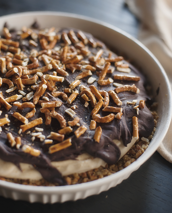 chocolate_peanut_butter_pretzel_pie_2