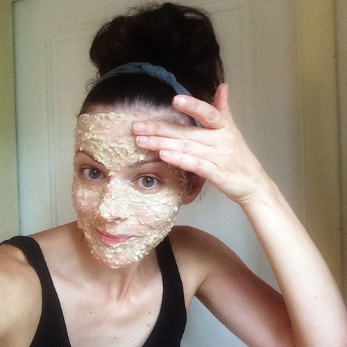 Diy banana oatmeal mask pretty plain janes due to allergies be sure to test a small patch of skin before trying any at home skin treatments diy banana oatmeal mask solutioingenieria Image collections